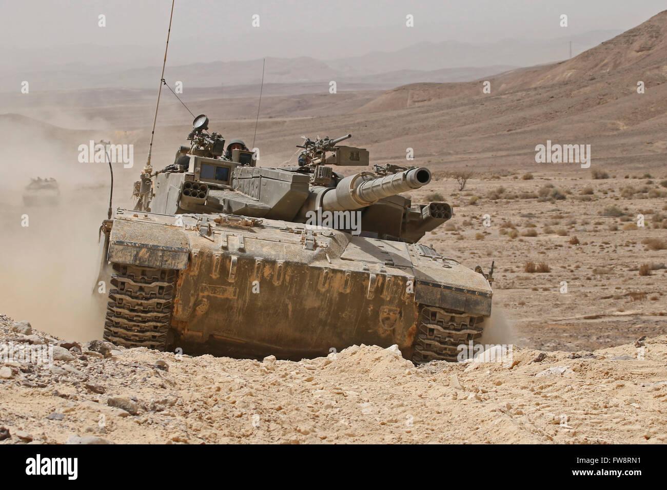ein-merkava-iii-kampfpanzer-in-der-negev