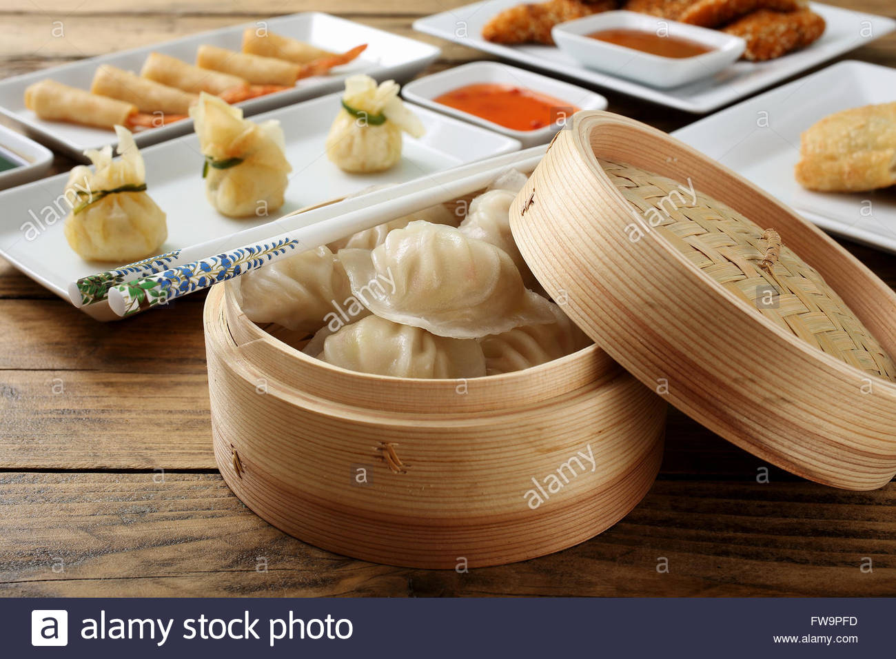 Round Table Chinese Restaurant Stockfotos & Round Table Chinese ...