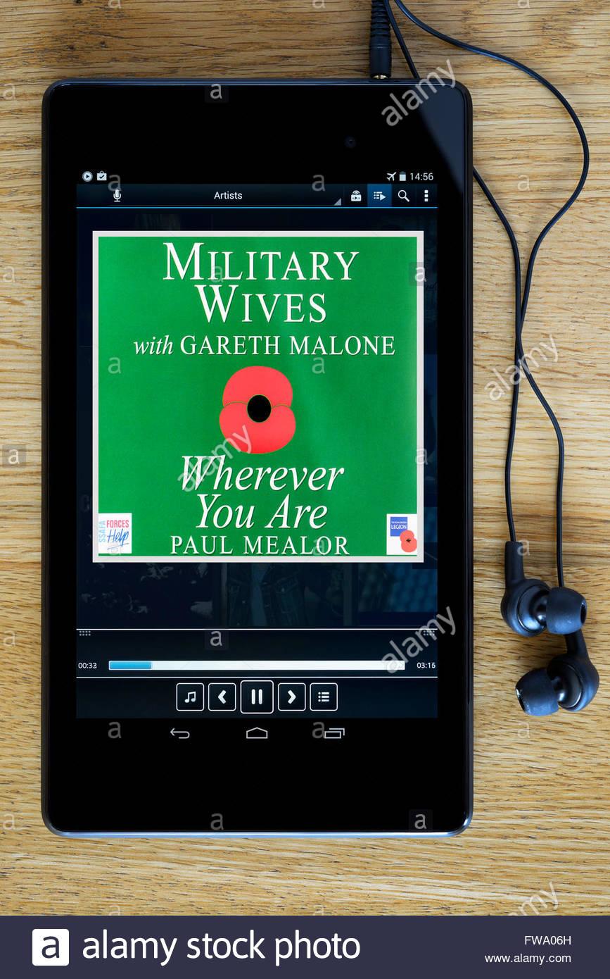 Militärische Frauen 2011 single überall dort, wo Sie sind, MP3 Album-Cover auf PC Tablet, England Stockfoto