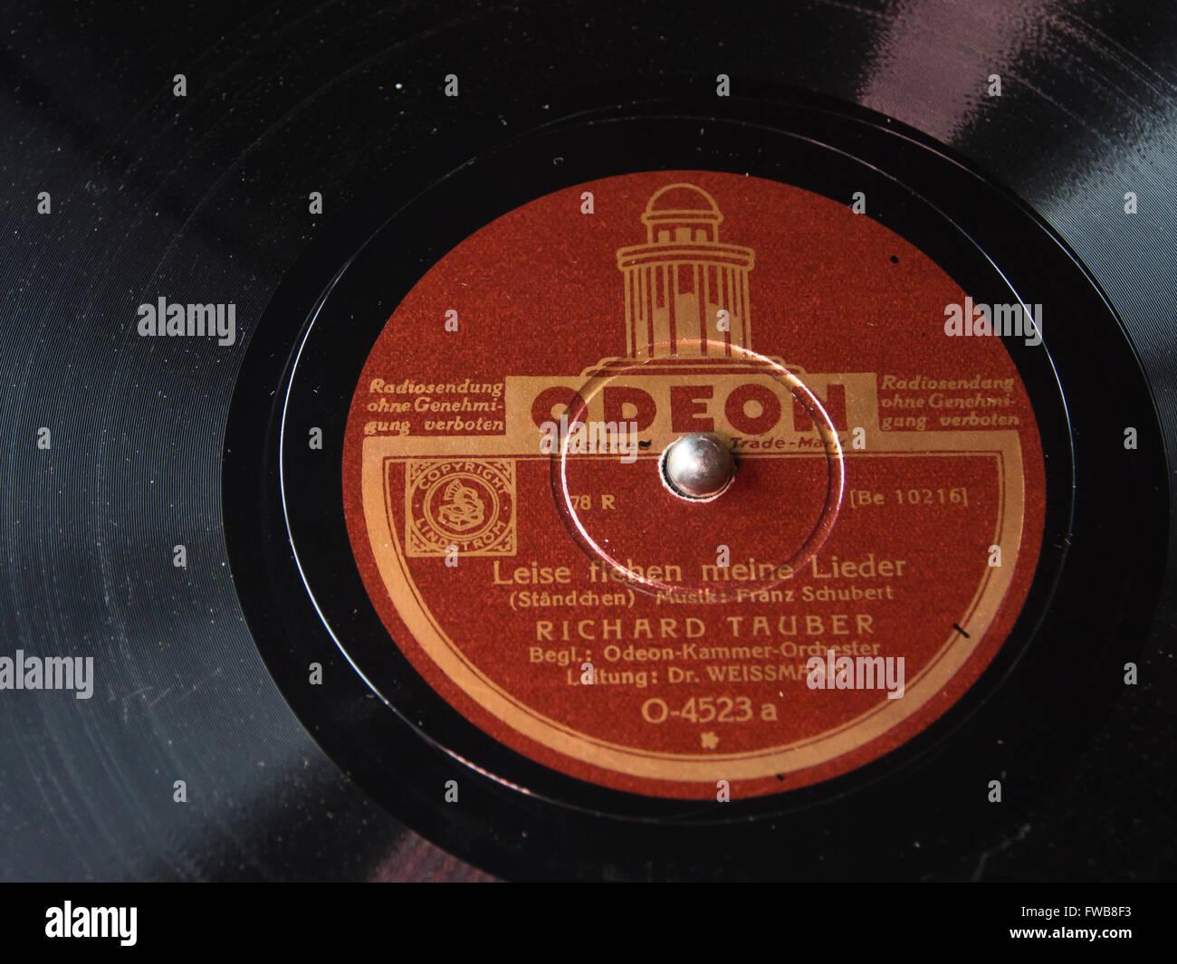 """Vintage Odeon Plattenfirma """"Leise Flehen Meine Lieder"""" gesungen von dem berühmten Tenor Richard Tauber Stockbild"""