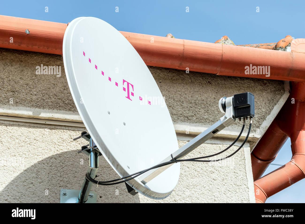 Telekom T Com T Mobile Satellitenschüssel Stockfoto Bild