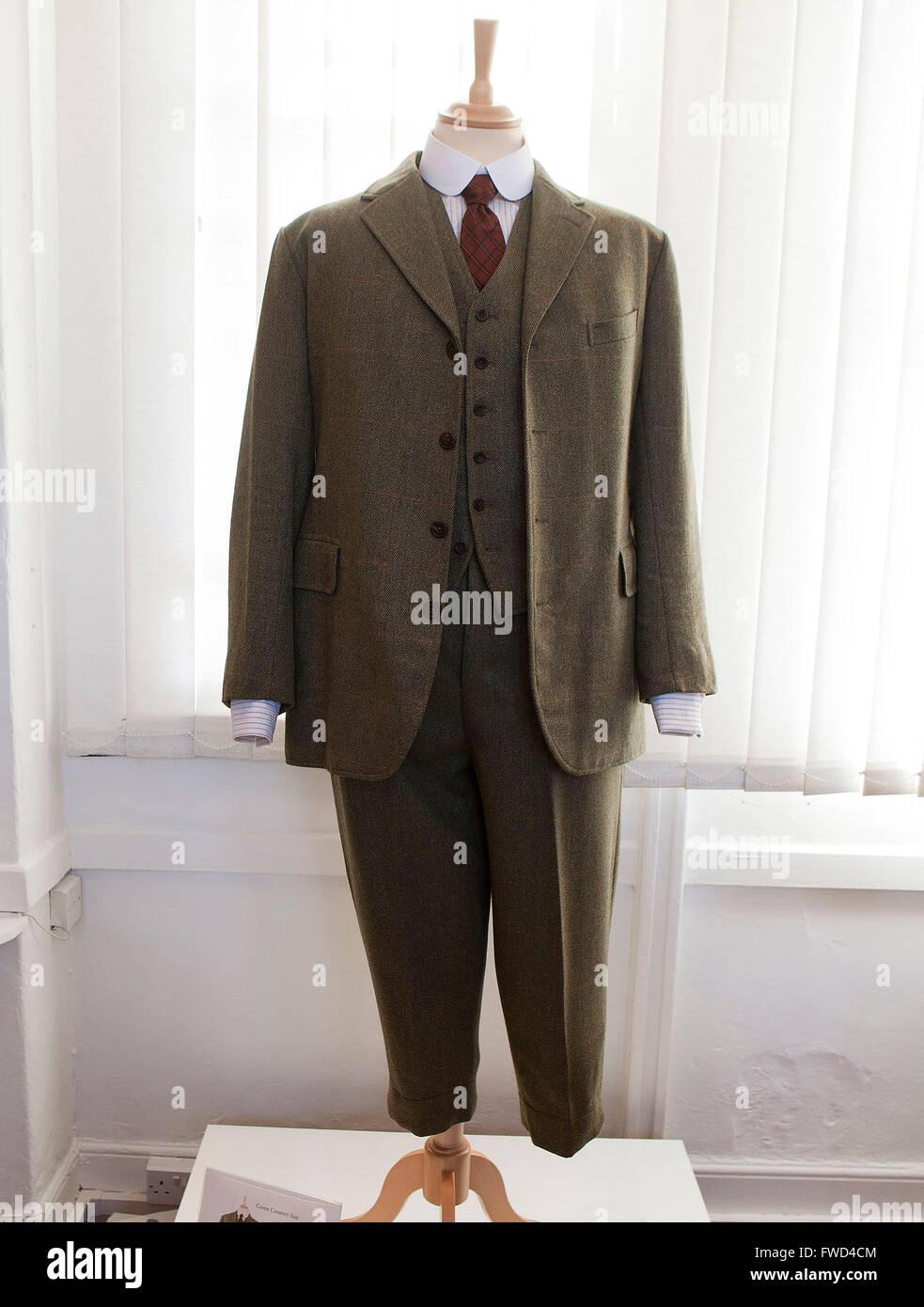 Downton Abbey Kleider zu sehen an der West-Ox-Kunstgalerie in Bampton, Oxforshire 31.8.-29.9.2013: Lord Grantham; Stockbild