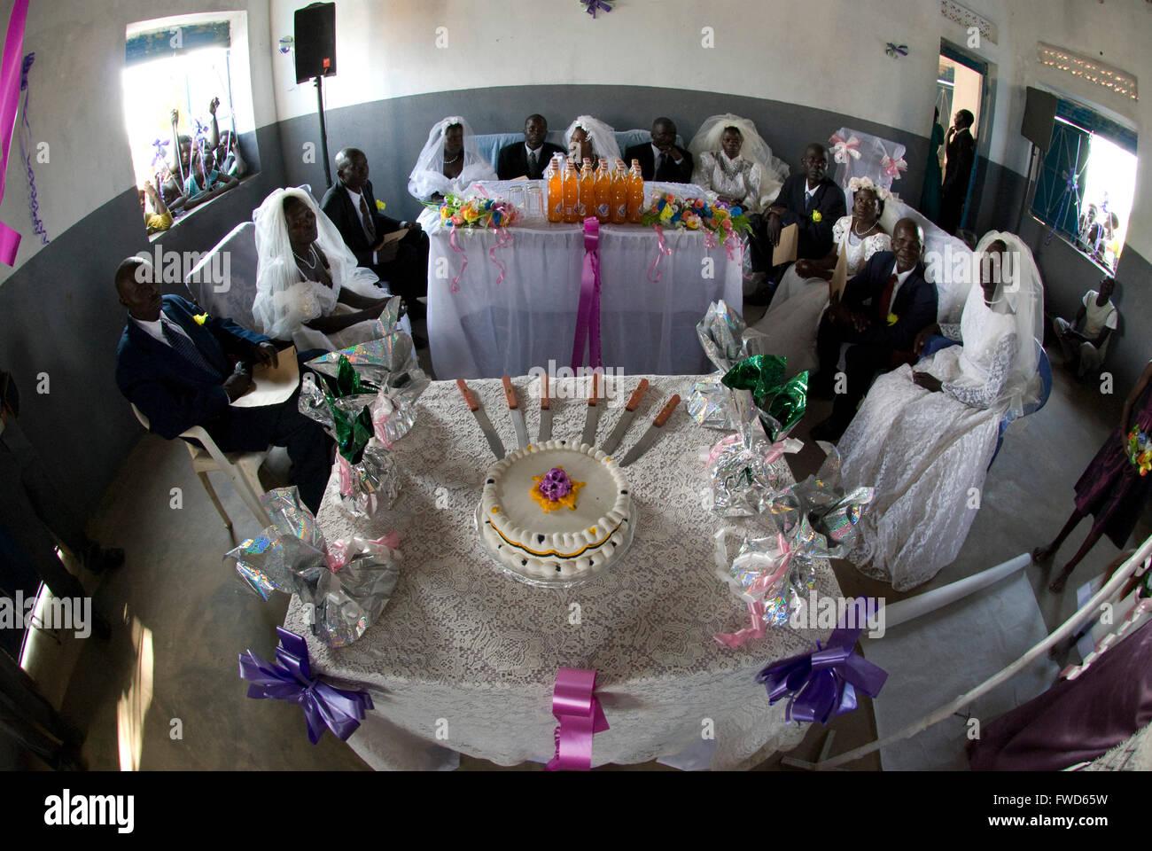 Lacekocot, Pader, Uganda. Freunde und Familie für die Hochzeit von ...
