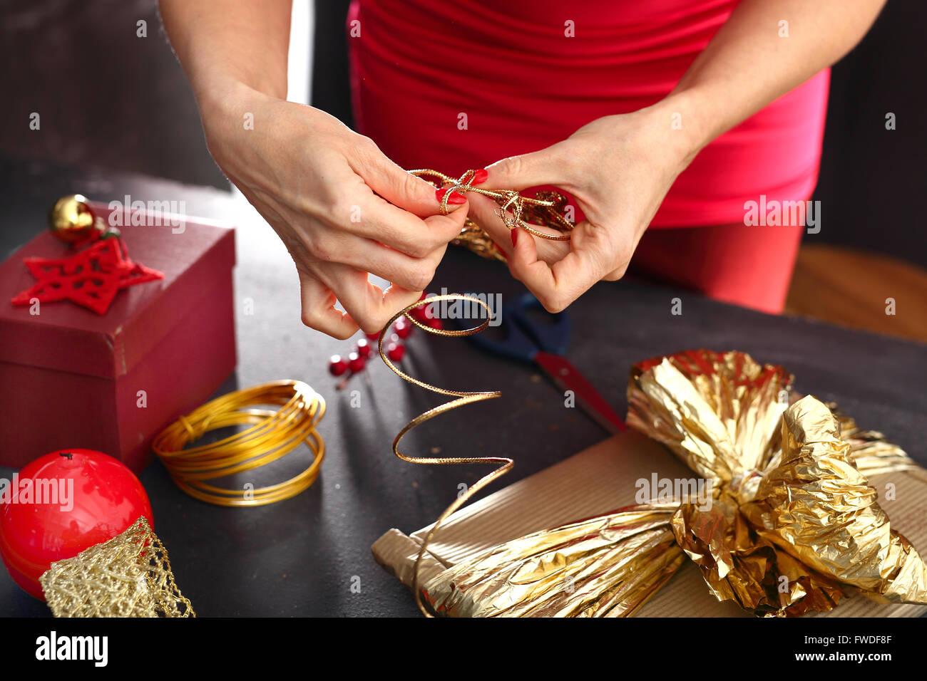 Weihnachtsgeschenk Idee wie ein Geschenk zu schmücken. Schön ...