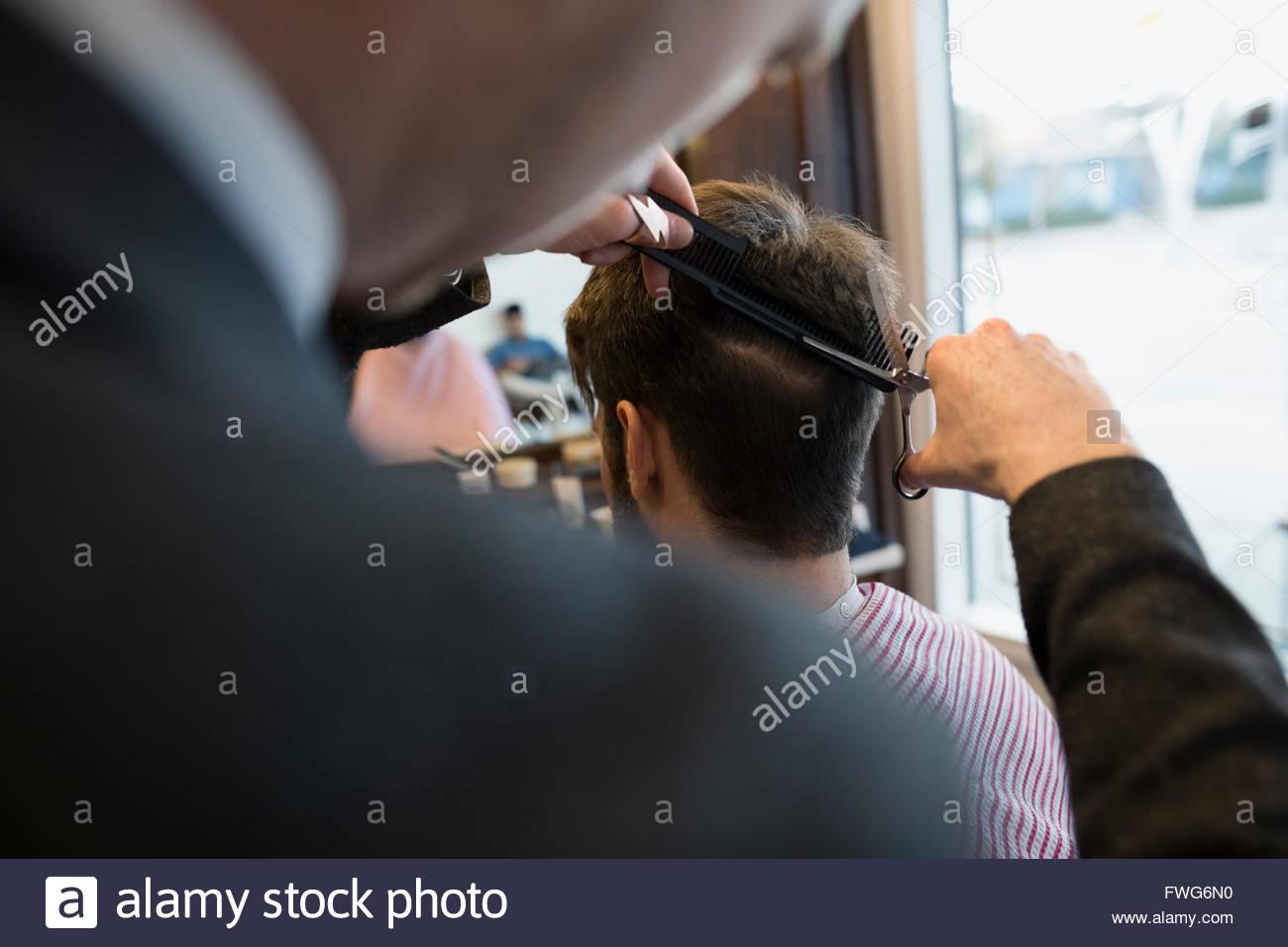 Friseur schneiden Mann Stockbild