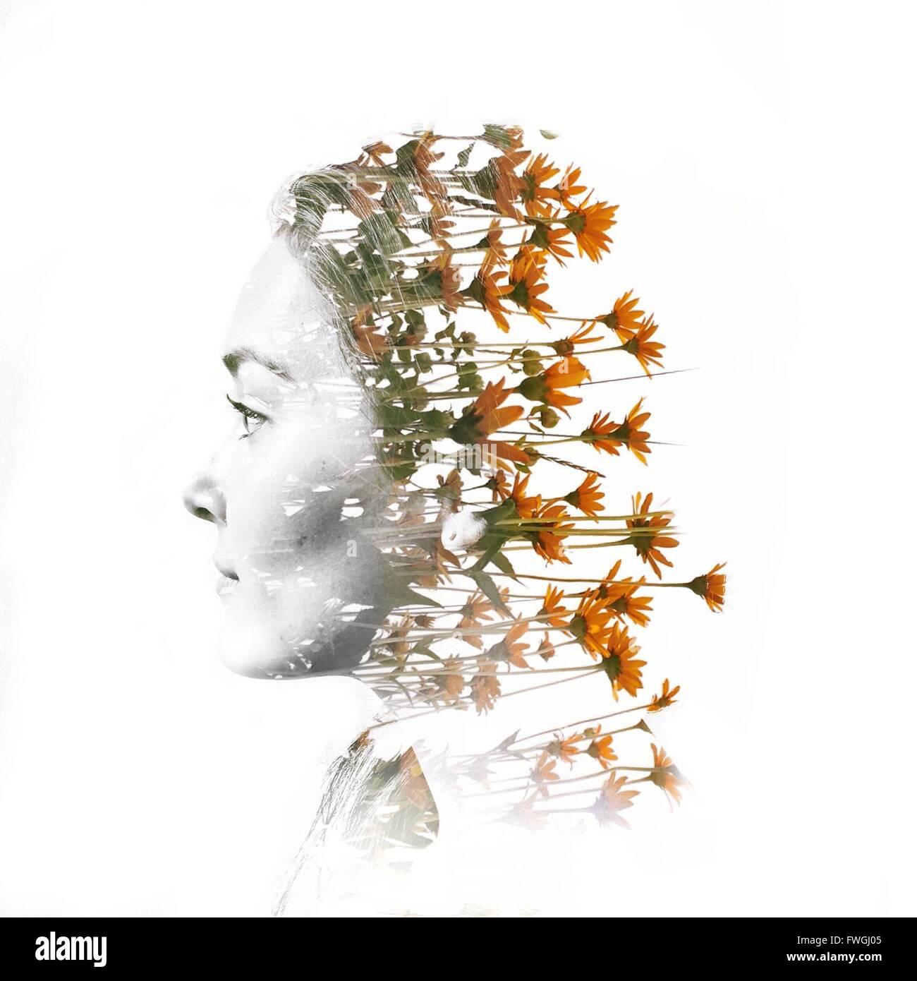 Digital Composite der Kopf der Frau mit Blumen Stockbild