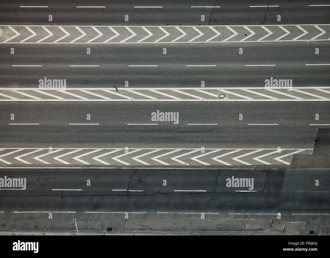 High Angle View Of Markierungen auf der Straße Stockbild