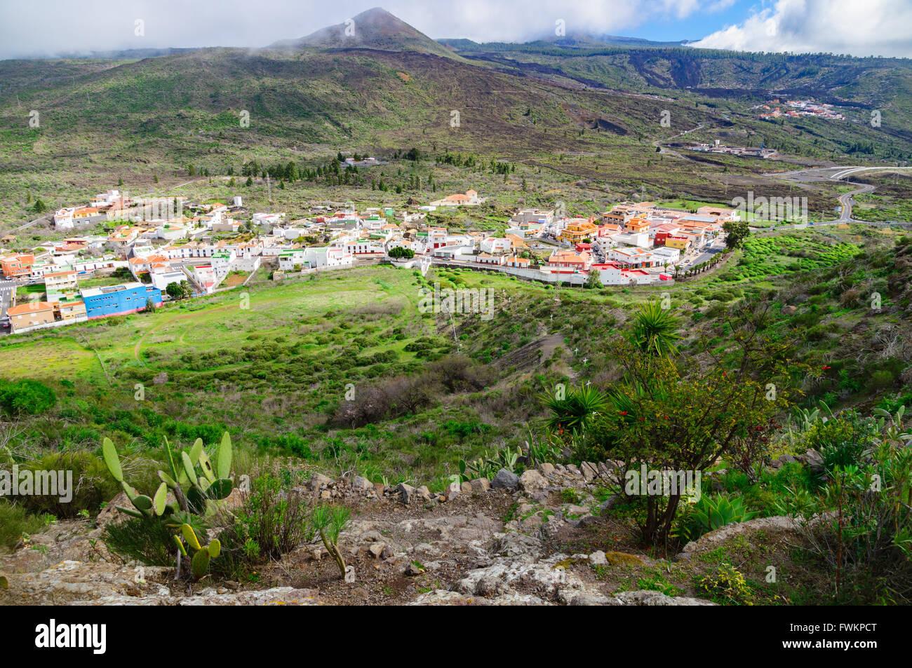 Übersehen Sie, Blick auf Camino De La Virgen de Lourdes und Santiago del Teide, Teneriffa, Spanien Stockbild