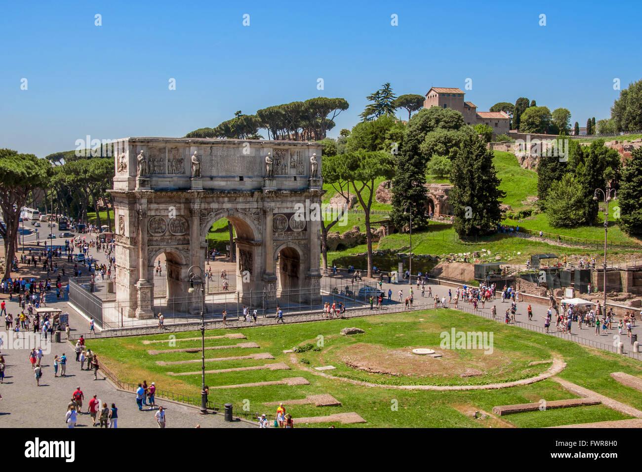 Der Triumphbogen des Konstantin in Rom Stockbild
