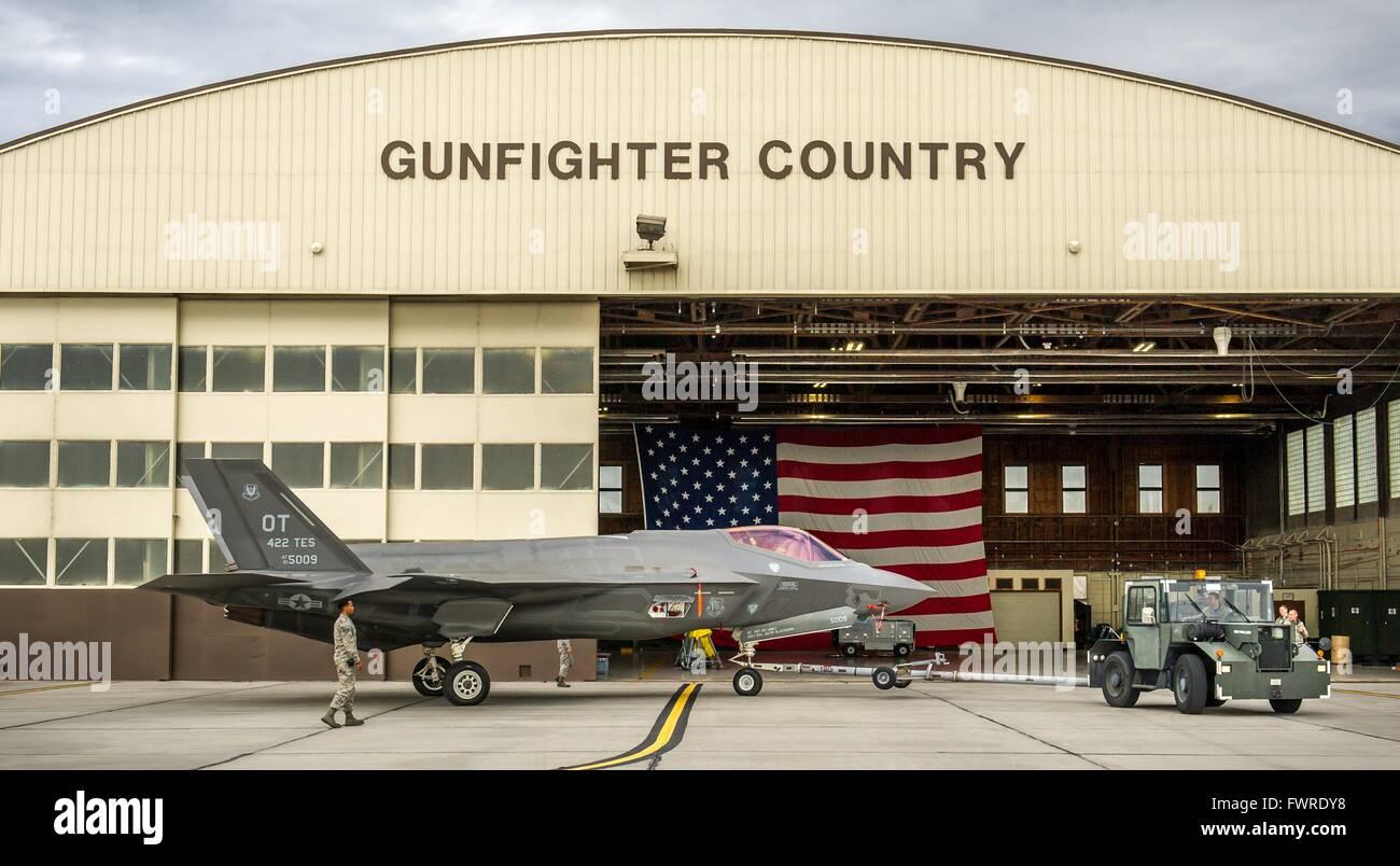 Ein US Air Force F-35 Lightening II Stealth-Kampfflugzeug mit dem 31. Test und Auswertung Geschwader ist nach den Stockbild
