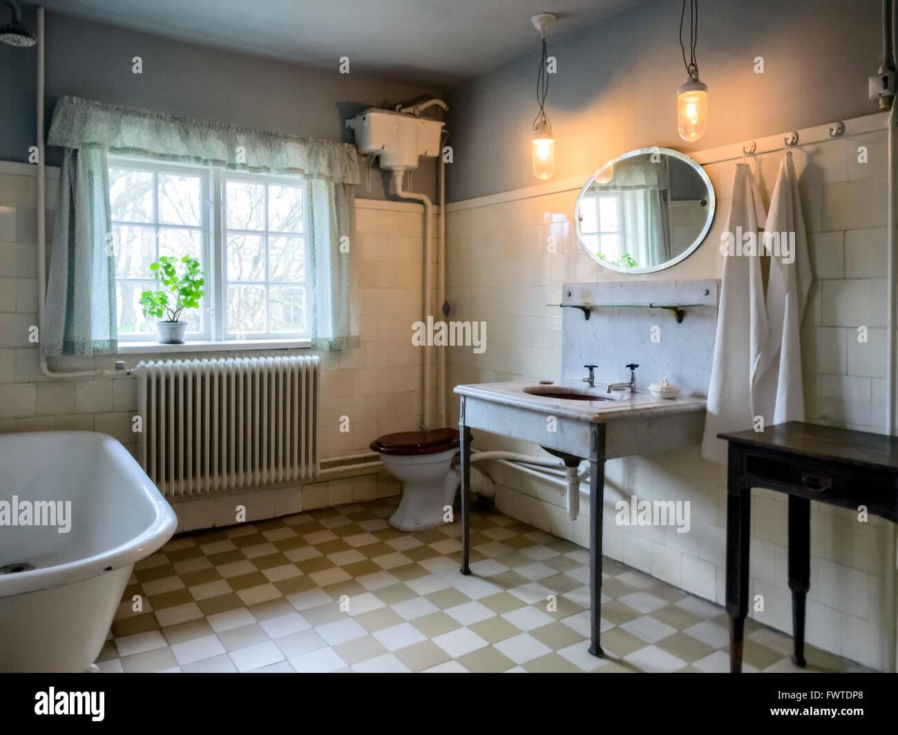 Vintage Badezimmer Stockfotos & Vintage Badezimmer Bilder - Alamy