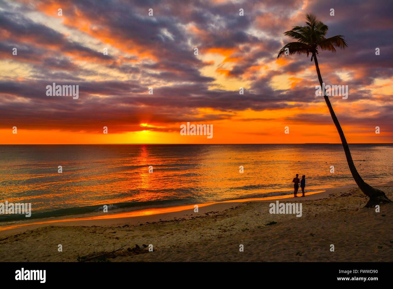 Sonnenuntergang über dem karibischen Meer Stockbild