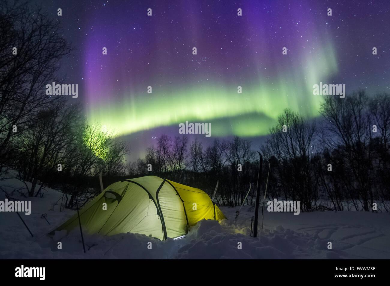 Zelten unter die Polarlichter Stockbild