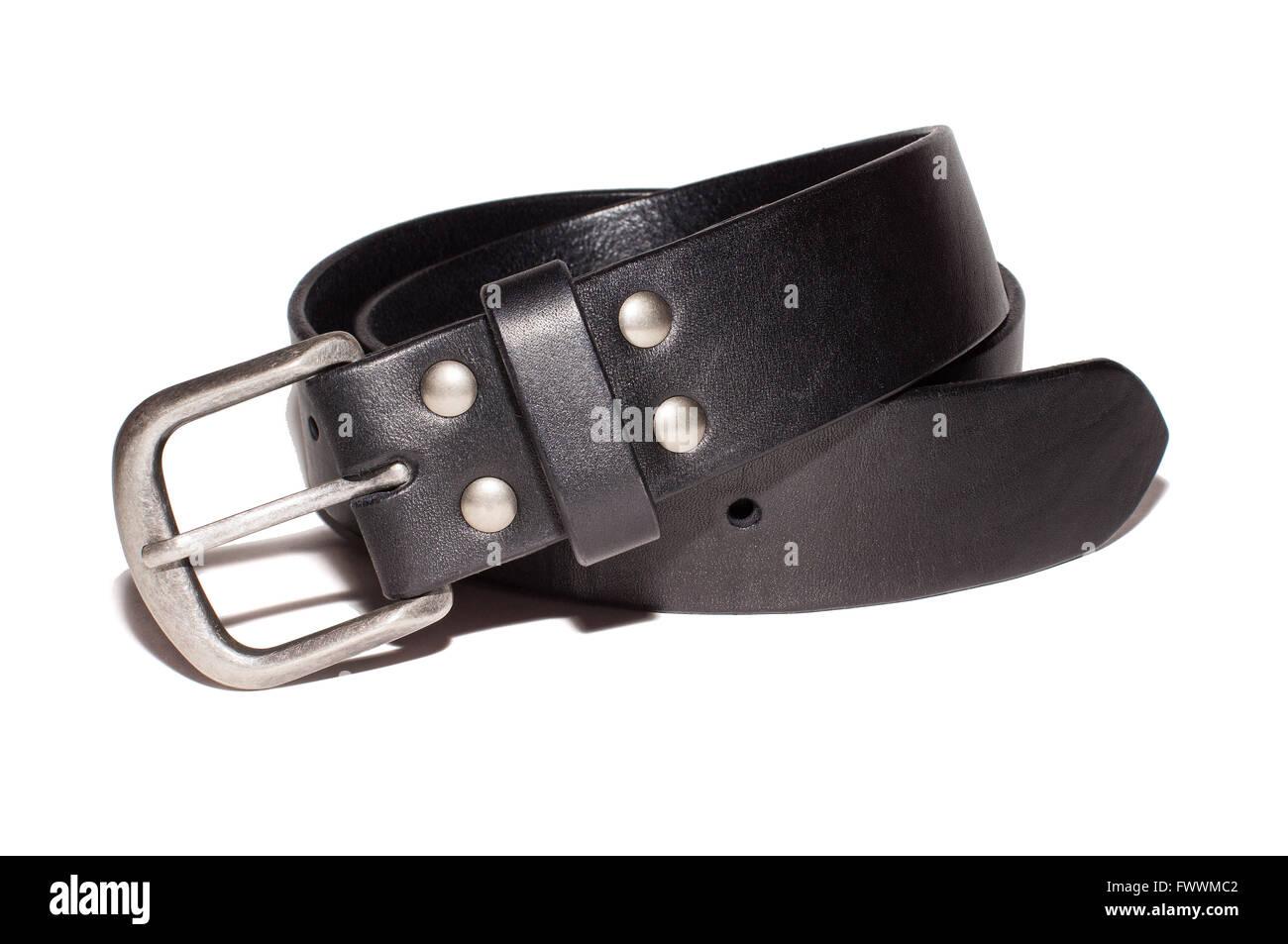 c26b5757e46d13 schwarzer Ledergürtel mit Silberschnalle isoliert auf weißem Hintergrund  Stockbild