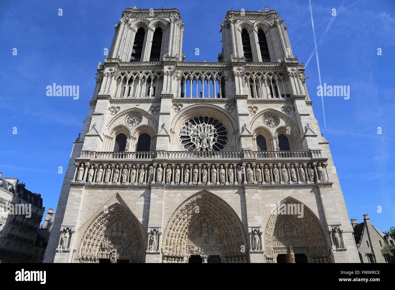 Frankreich. Paris. Die Westfassade der Kathedrale von Notre-Dame. Frühgotik. 13. Jahrhundert. Restaurierung, Stockbild