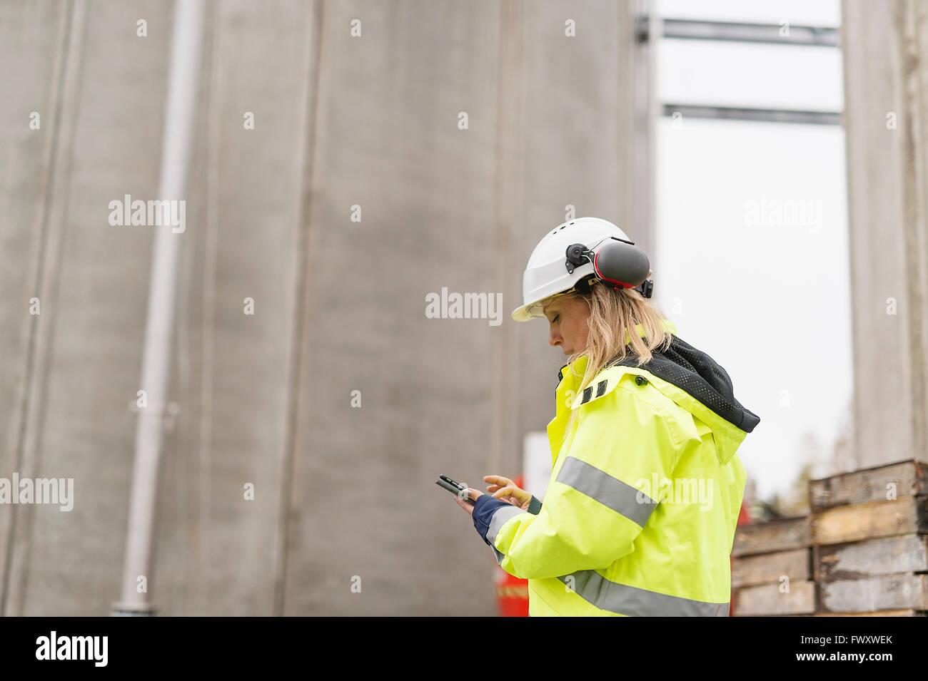 Schweden, Vastmanland, Ingenieur, arbeitet auf Baustelle Stockbild