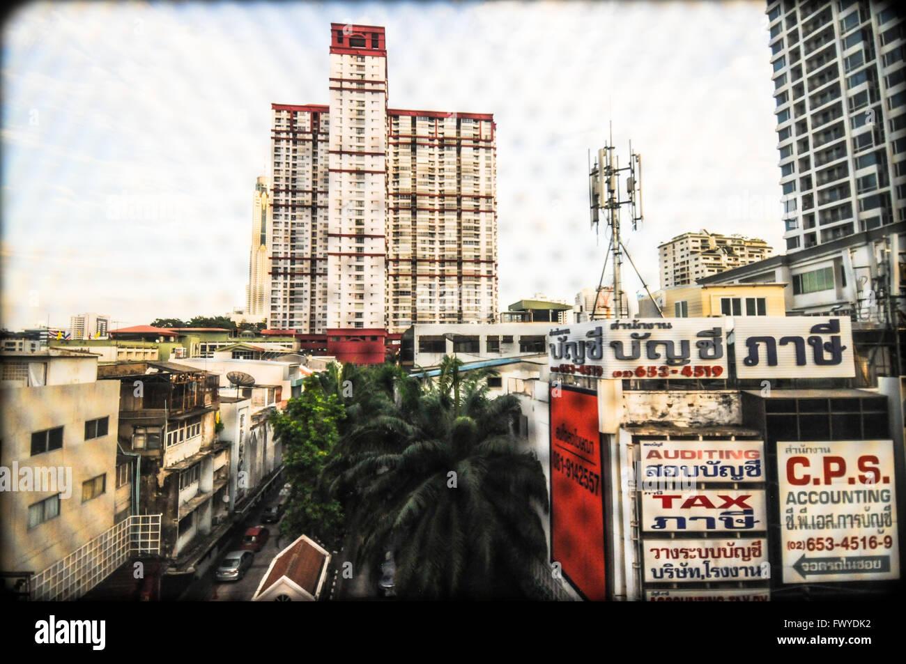 Bangkok-Blick vom Metropolitan Rapid Transit oder MRT, 2015 Stockbild