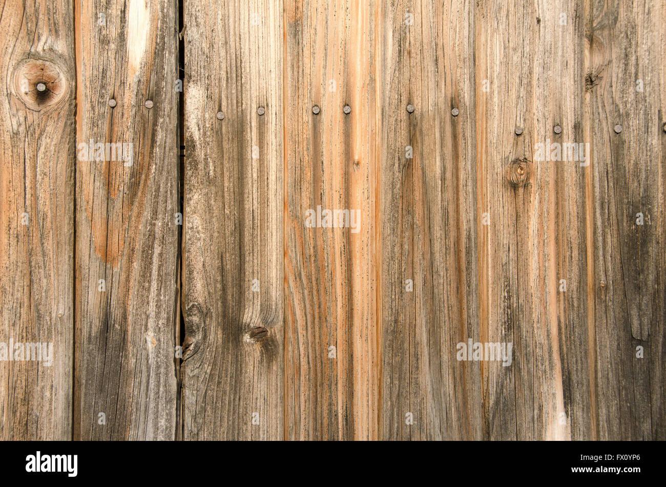vertikale alte holzbohlen mit nägel hintergrund stockfoto, bild