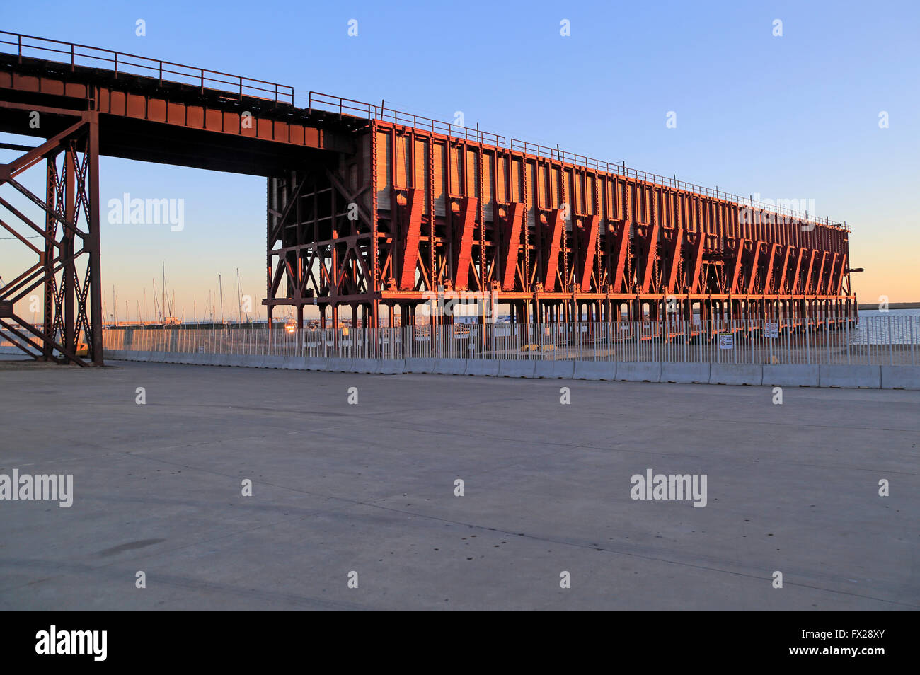 El Kabel Inglés angehoben Eisenbahnlinie, Stadt Almeria, Spanien erbaut 1902-1904 für Eisen-Erz-export Stockbild