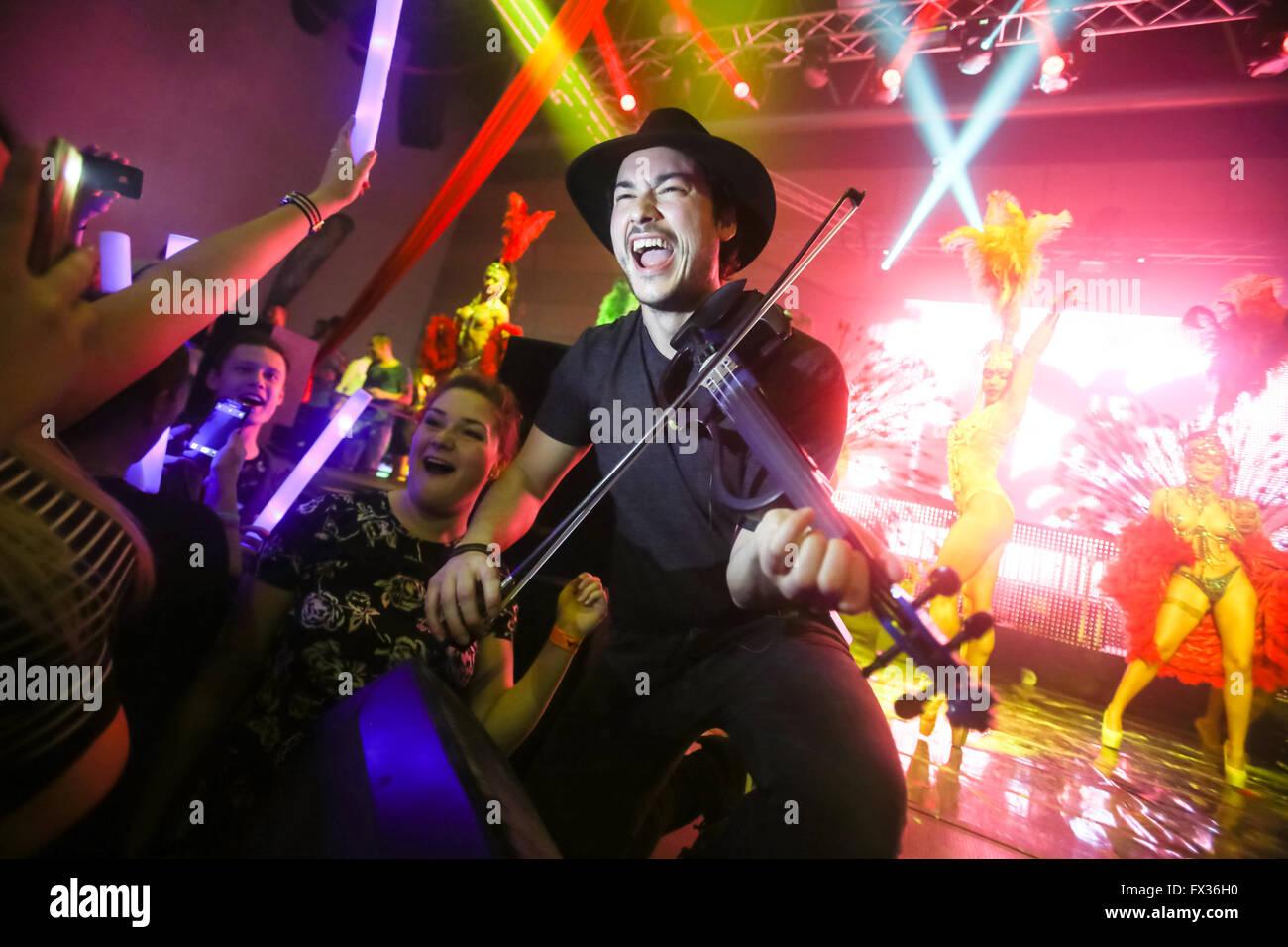 Zagreb, Kroatien. 9. April 2016. : Die berühmten Geiger Miguel Lara auf La Fiesta Bühne von Sensation Stockbild