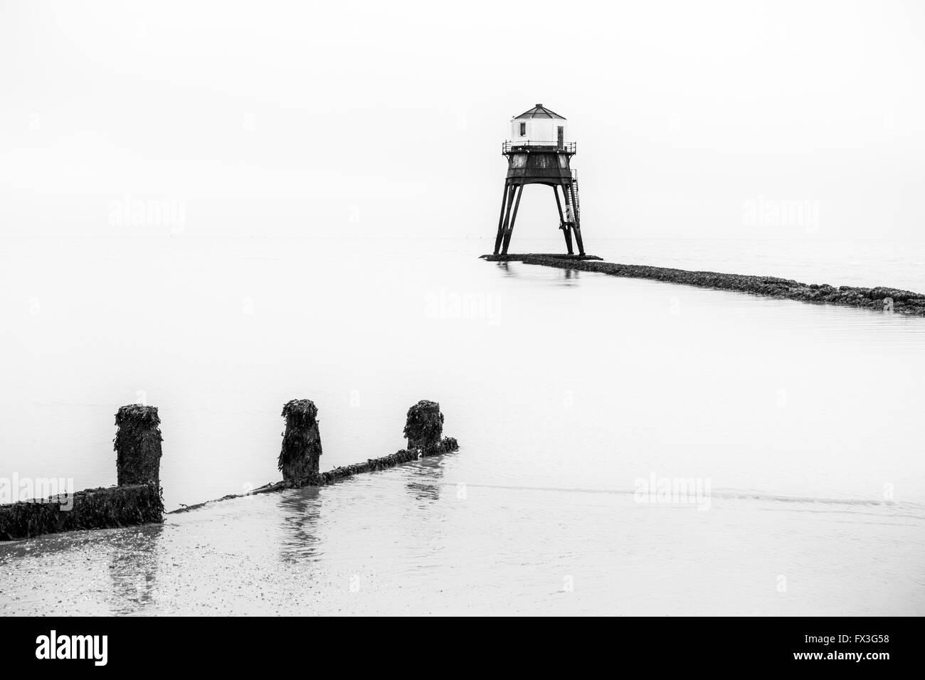 Schwarze und weiße Landschaften: dovercourt's Victorian Leuchtturm, Essex, Großbritannien Stockbild