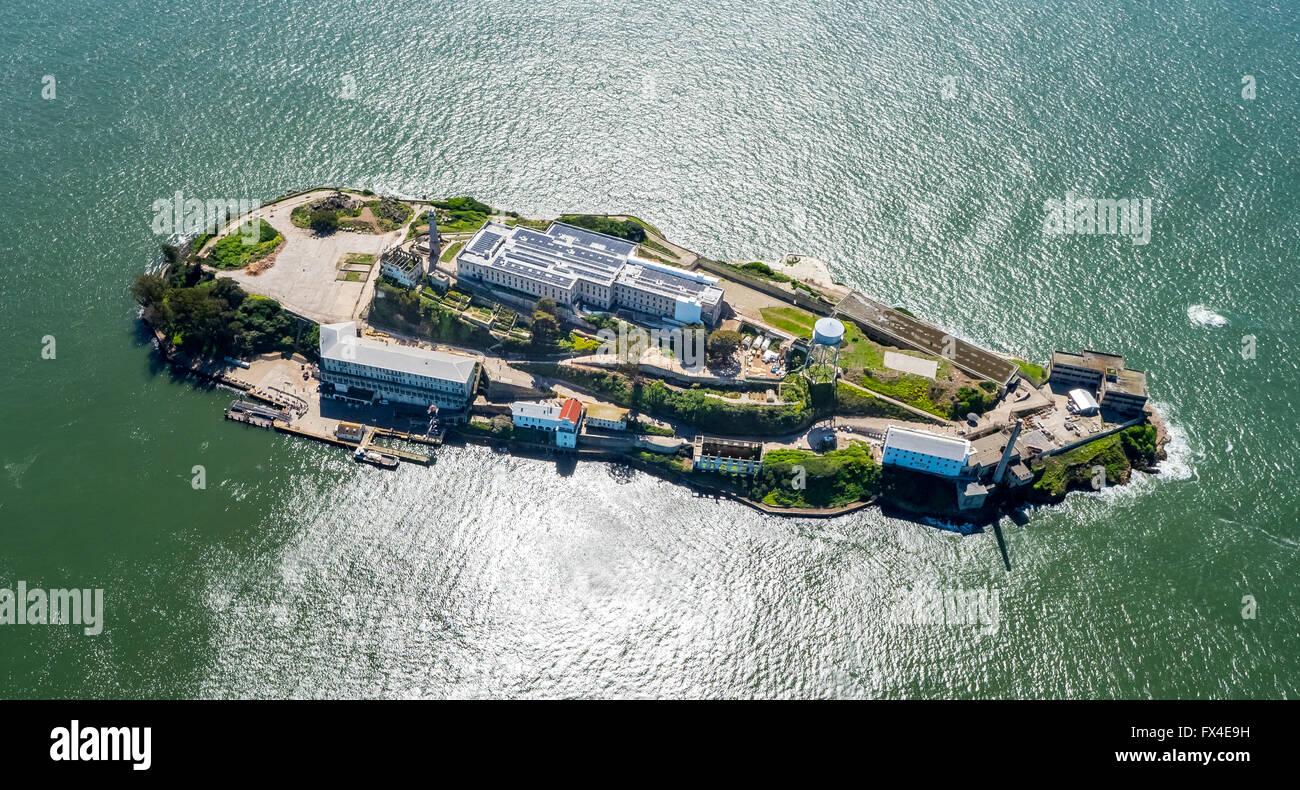 Luftaufnahme, Alcatraz, Alcatraz Island mit Leuchtturm bei Gegenlicht, San Francisco, San Francisco Bay Area, Vereinigte Stockbild