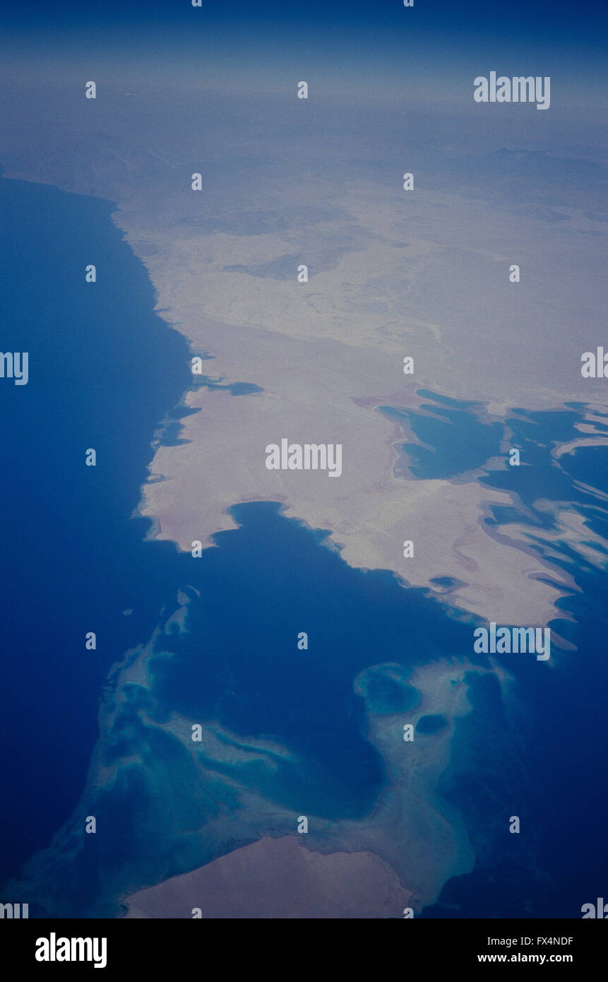 Eine Luftaufnahme von der Straße von Tiran, Rotes Meer, mit Tiran Insel (Norther Spitze der Tiran Insel weit Stockbild