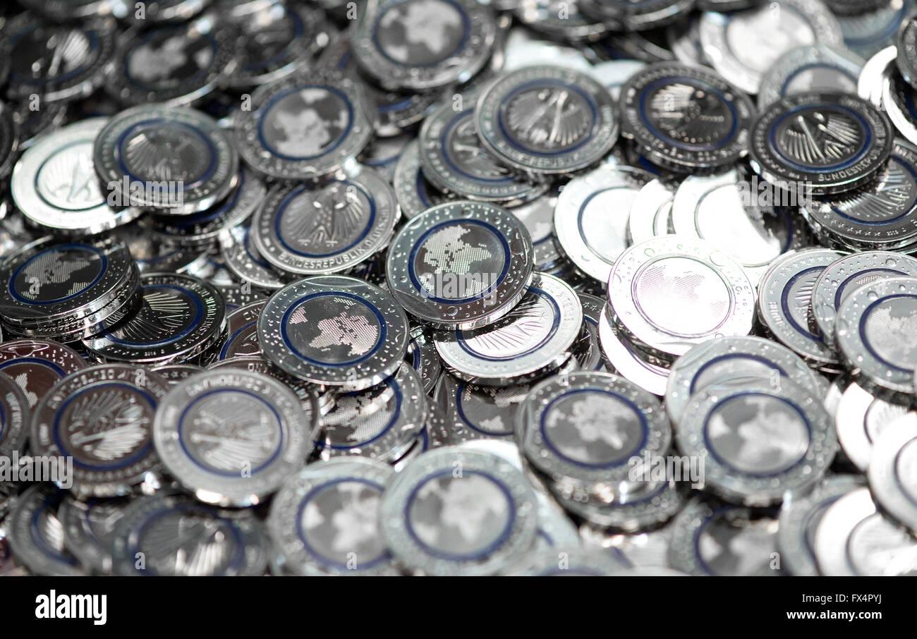 München Deutschland 11 April 2016 Die Neue 5 Euro Münzen Blue