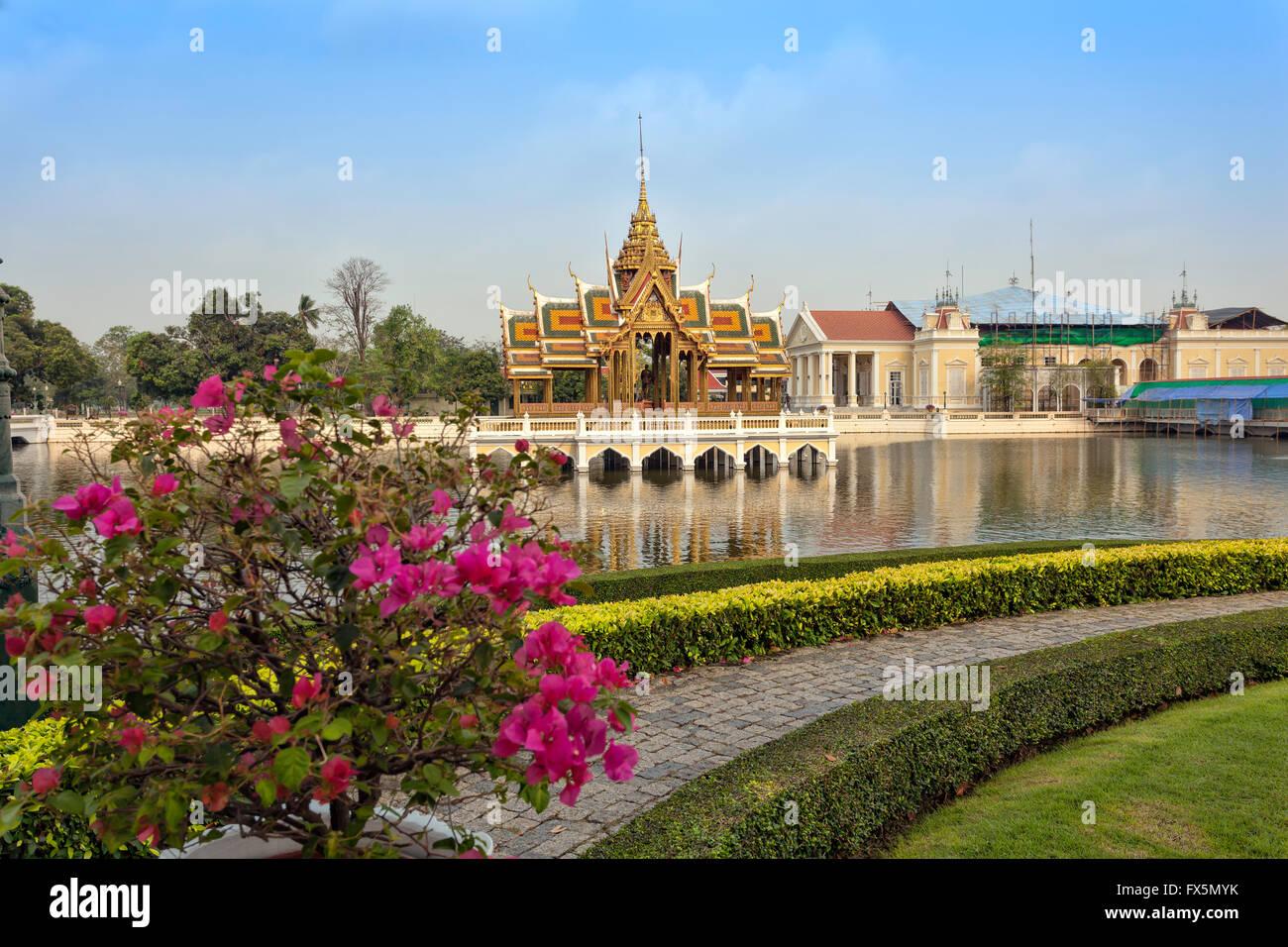 Bang Pa In Palast Und Blühenden Gärten, Die Offizielle Sommerpalast Des  Königs Von Thailand In Ayutthaya Thailand