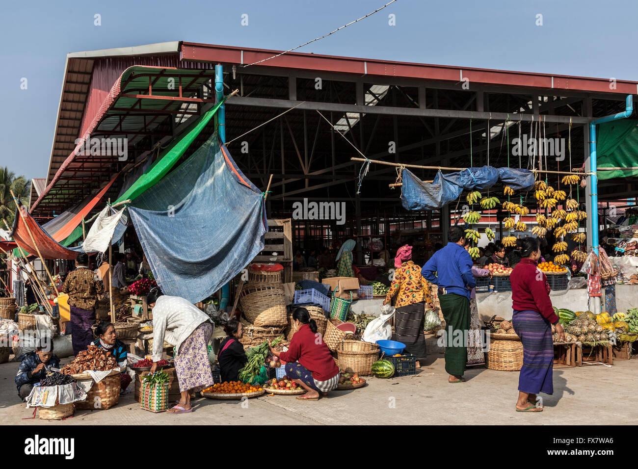 Markthalle in Neu-Bagan (Myanmar). Le Marché Couvert de New Bagan (Birmanie). Stockbild