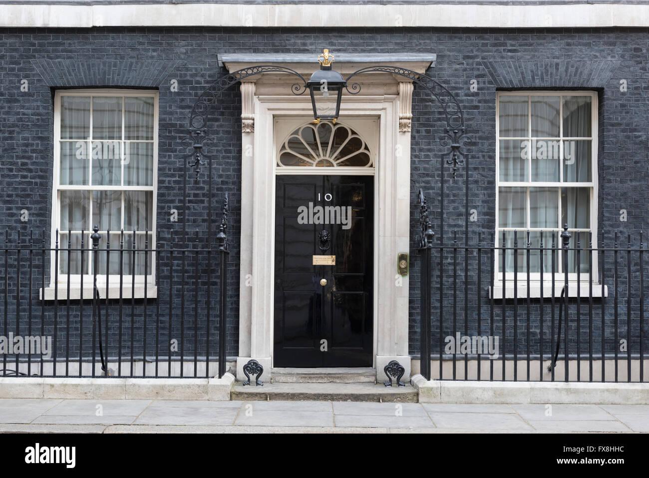 Der geschlossene Eingangstür des Number 10 Downing Street, London, England. Dies ist die offizielle Residenz Stockbild