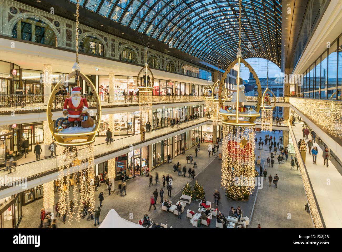 Einkaufszentrum Berlin, Atrium, Chistmas Illumination, Berlin Stockbild