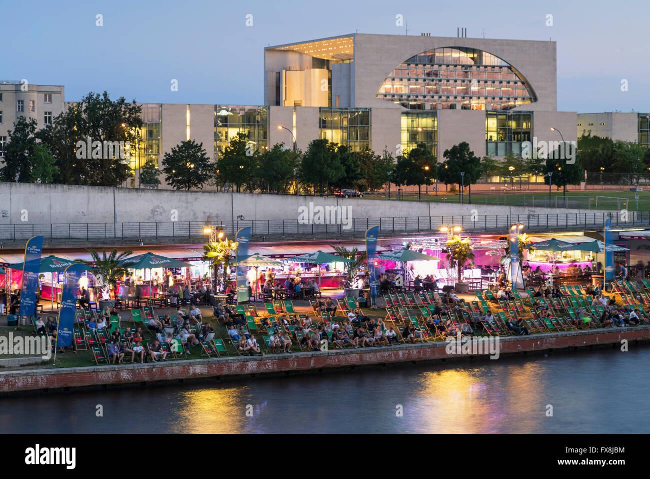 Berlin Zentrum Fluss Spree Hauptstadt Strandcafé, neuen Bundeskanzleramts Panorama Stockbild