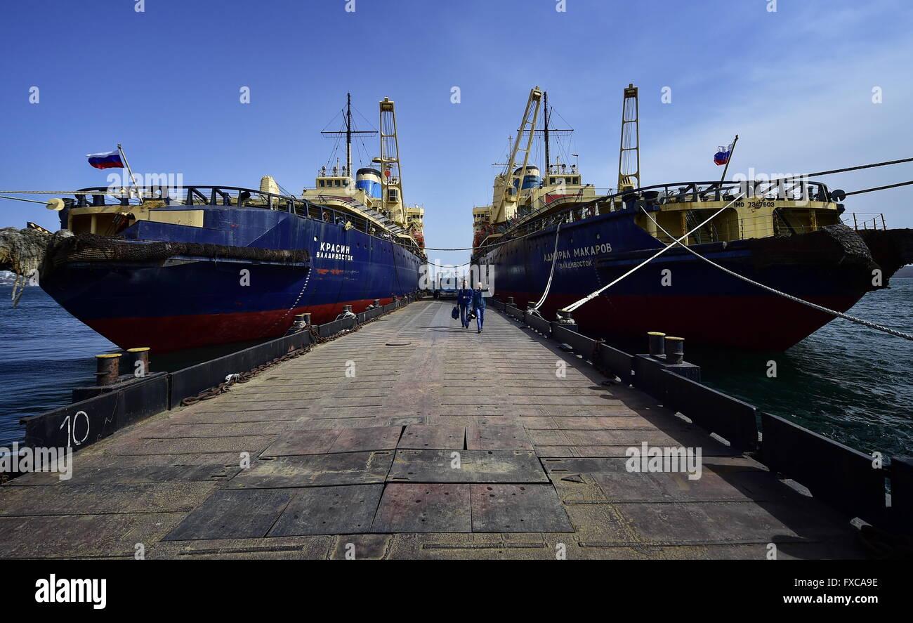 Wladiwostok, Russland. 13. April 2016. Die Krasin und Admiral ...