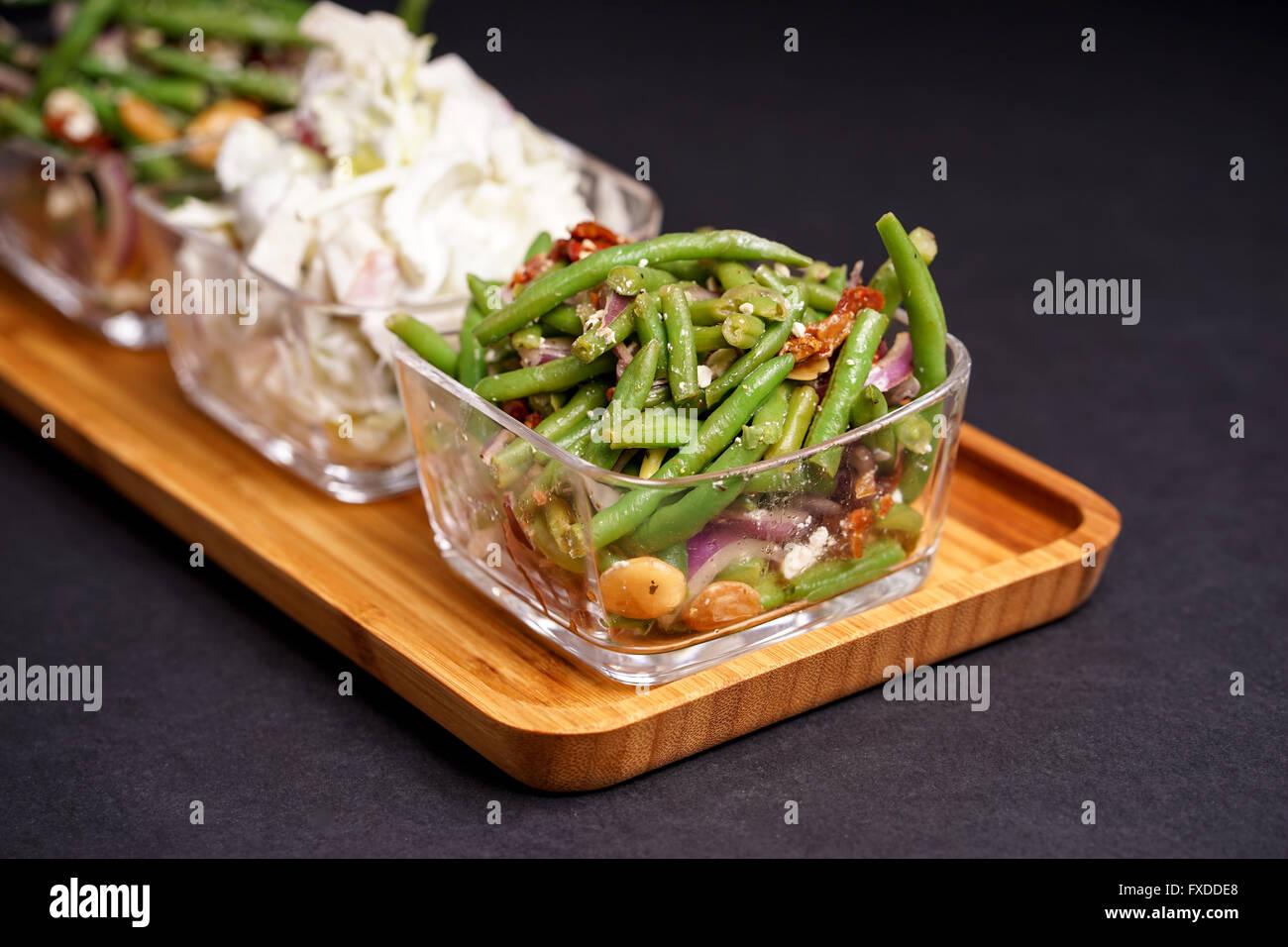 Gesunde Grune Bohnen Salat Und Leckeren Waldorfsalat Serviert Im