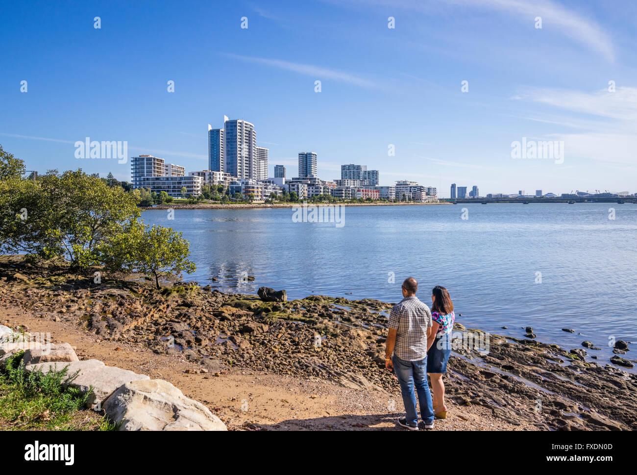 Australien, New South Wales, Parramatta River, Blick auf Wohn-Wohnung Hochhaus auf Rhodos, ein Inner West Vorort Stockbild