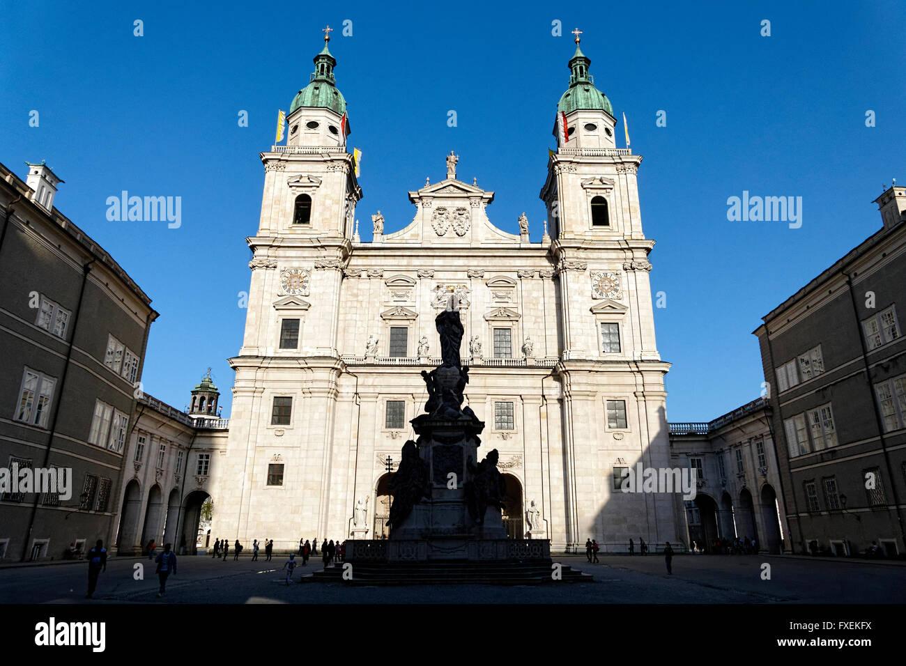 Domplatz Quadrat mit Dom Kathedrale und Mariensaule Spalte, Salzburg, Österreich, Europa. Stockbild