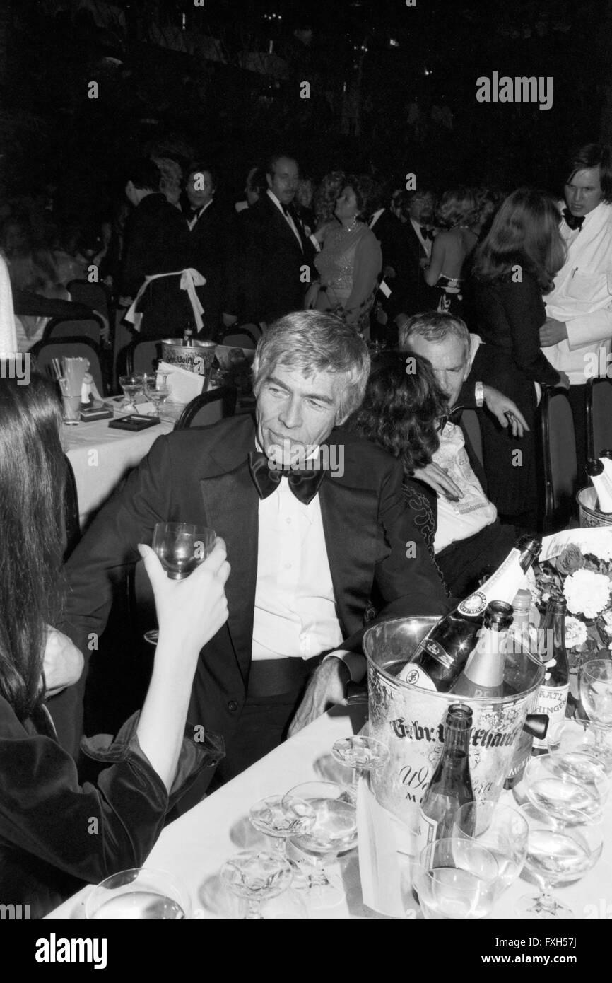 Der Amerikanische Schauspieler James Coburn Beim SPIO Filmball in München 1976, 1970er Jahre Deutschland. Amerikanische Stockbild