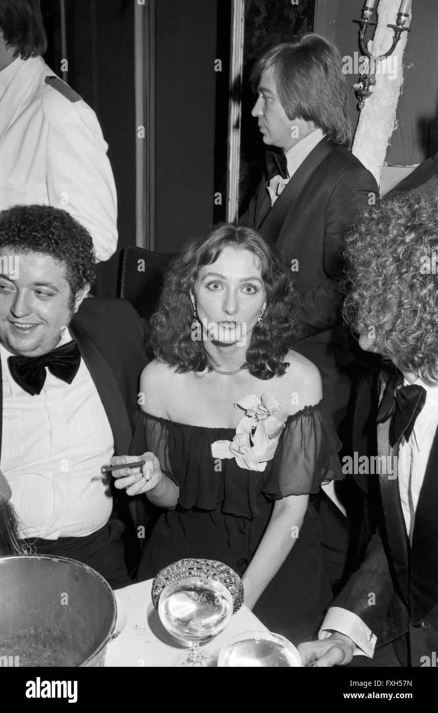 Deutsche plant Christine Kaufmann beim SPIO Filmball in München 1976, Deutschland 1970er Jahre. Die deutsche Stockbild