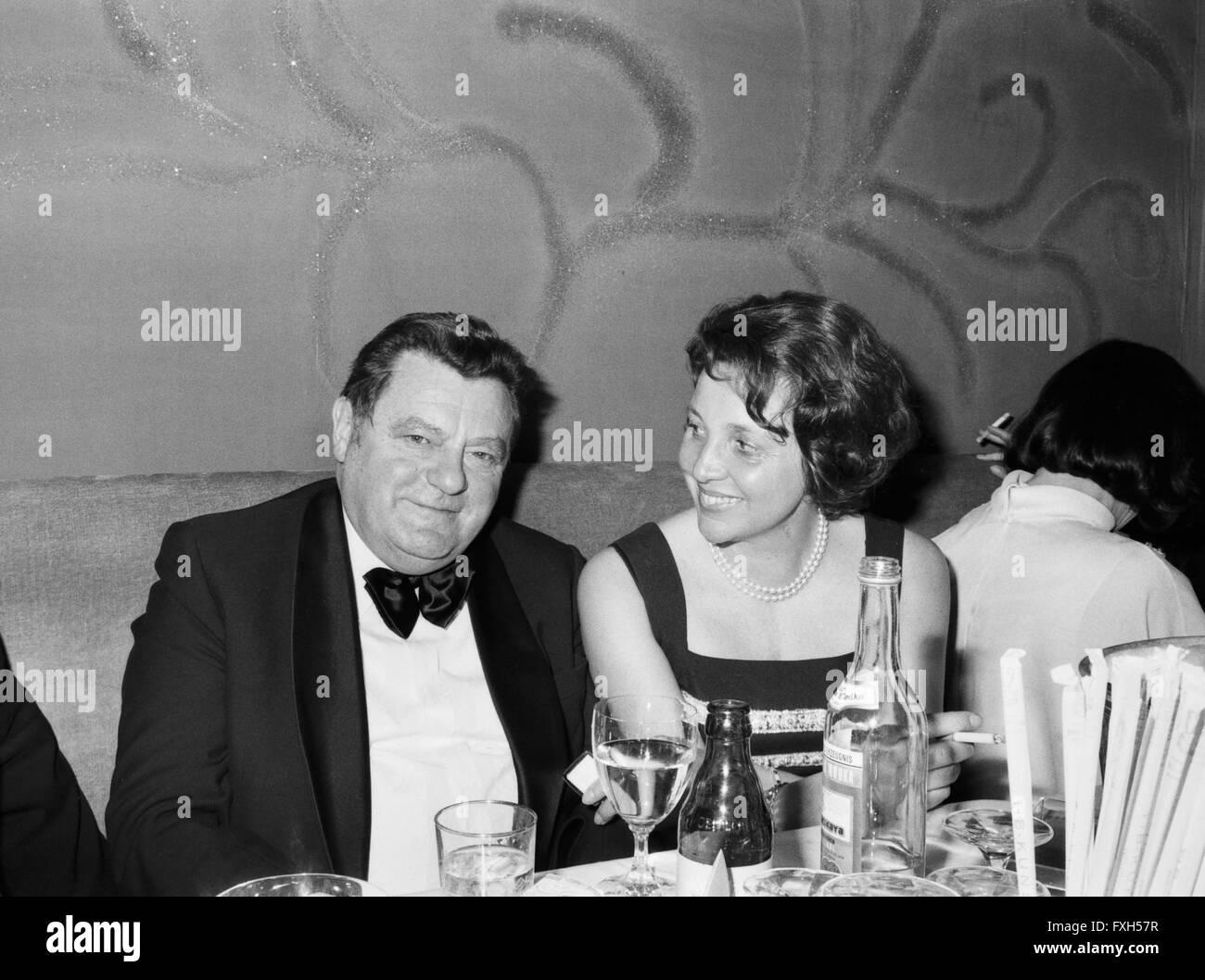CSU Kanzlerkandidat Franz Josef Strauß Mit Ehefrau Mariannebeim SPIO Filmball in München 1976, 1970er Stockbild