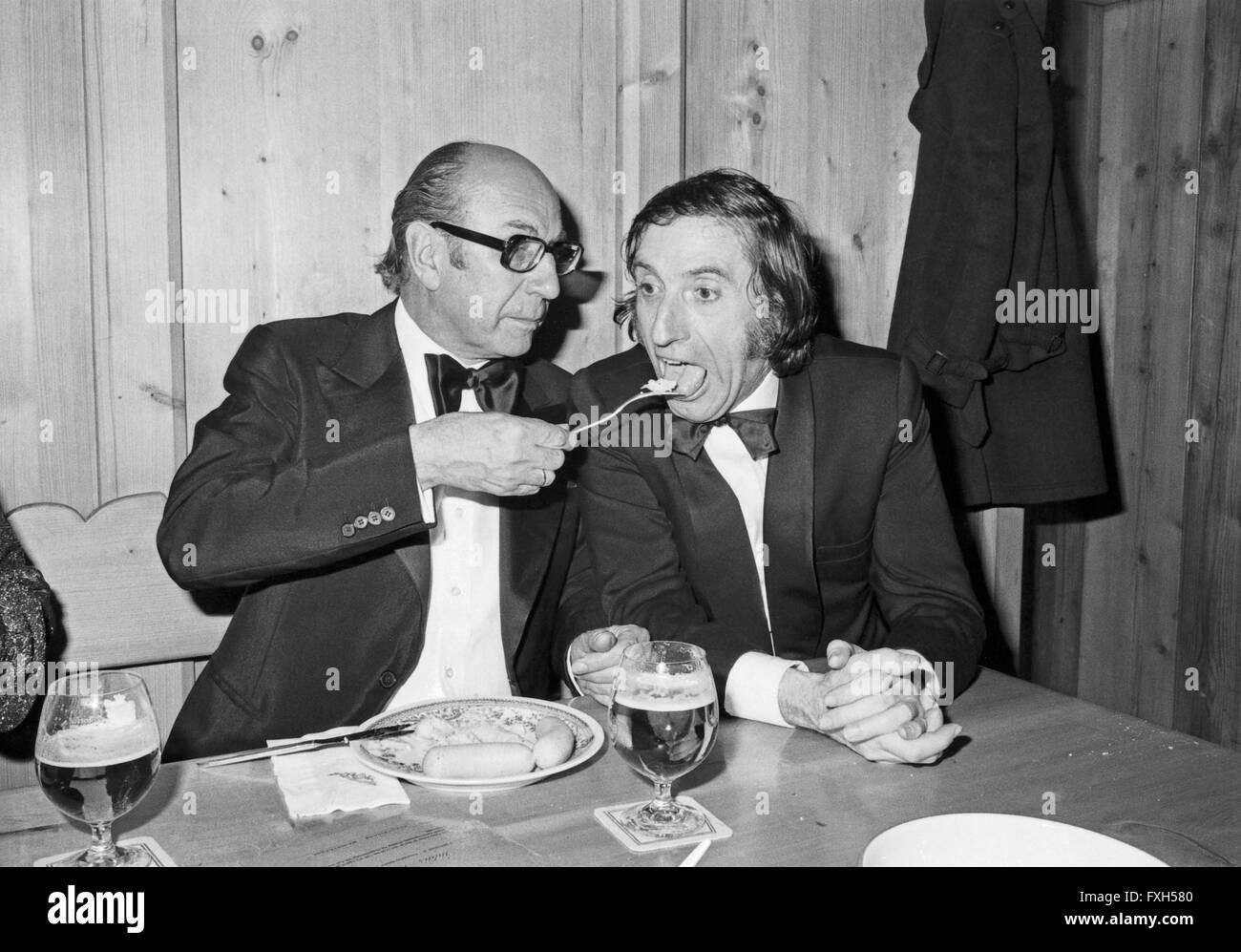 Der Österreichische Schauspieler Herbert Fux (Rechts) Beim SPIO Filmball in München 1976, 1970er Jahre Stockbild