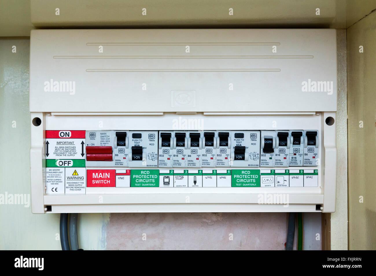 Sicherungskasten mit Sicherungsautomaten Stockbild