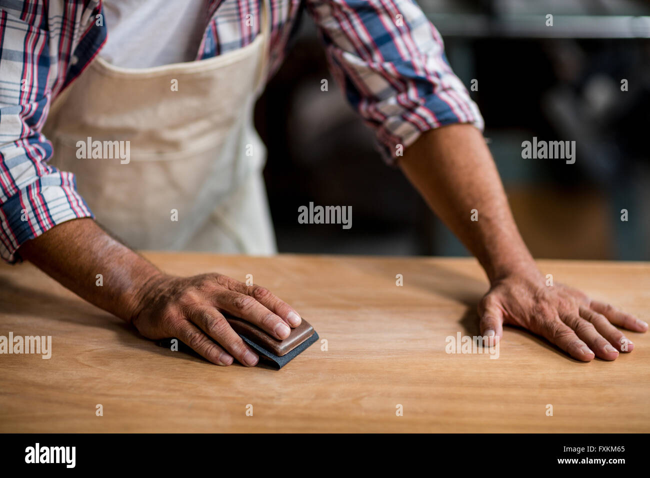 Tischler Holz Reiben Mit Schleifklotz Stockfoto Bild 102465837 Alamy