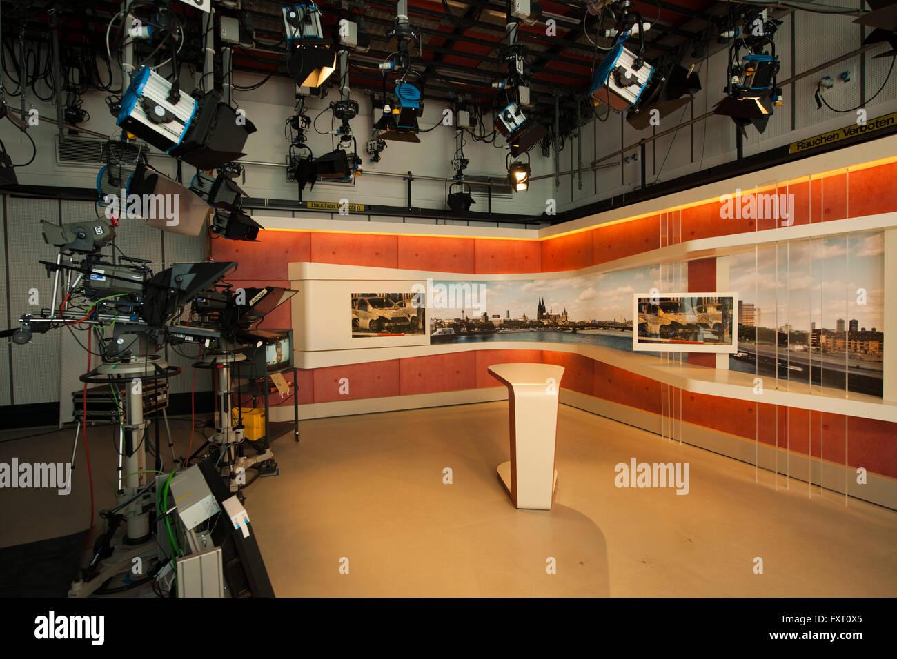 Fernsehen stockfotos fernsehen bilder alamy for Zdf moderatorin schlaganfall