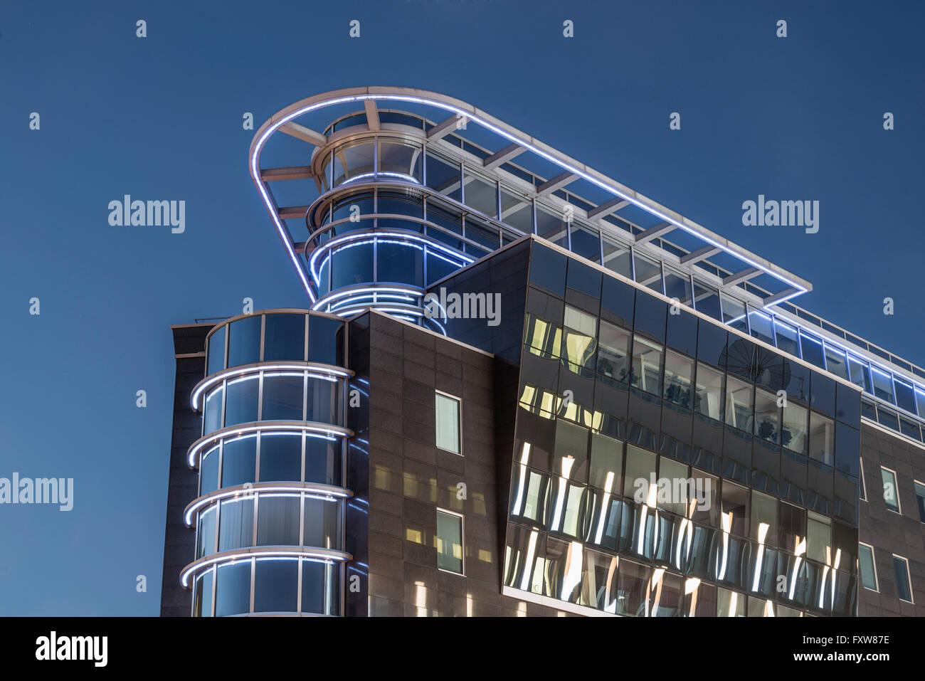 Moderne architektur spree eck b rogeb ude twilight berlin deutschland stockfoto bild for Berlin moderne architektur