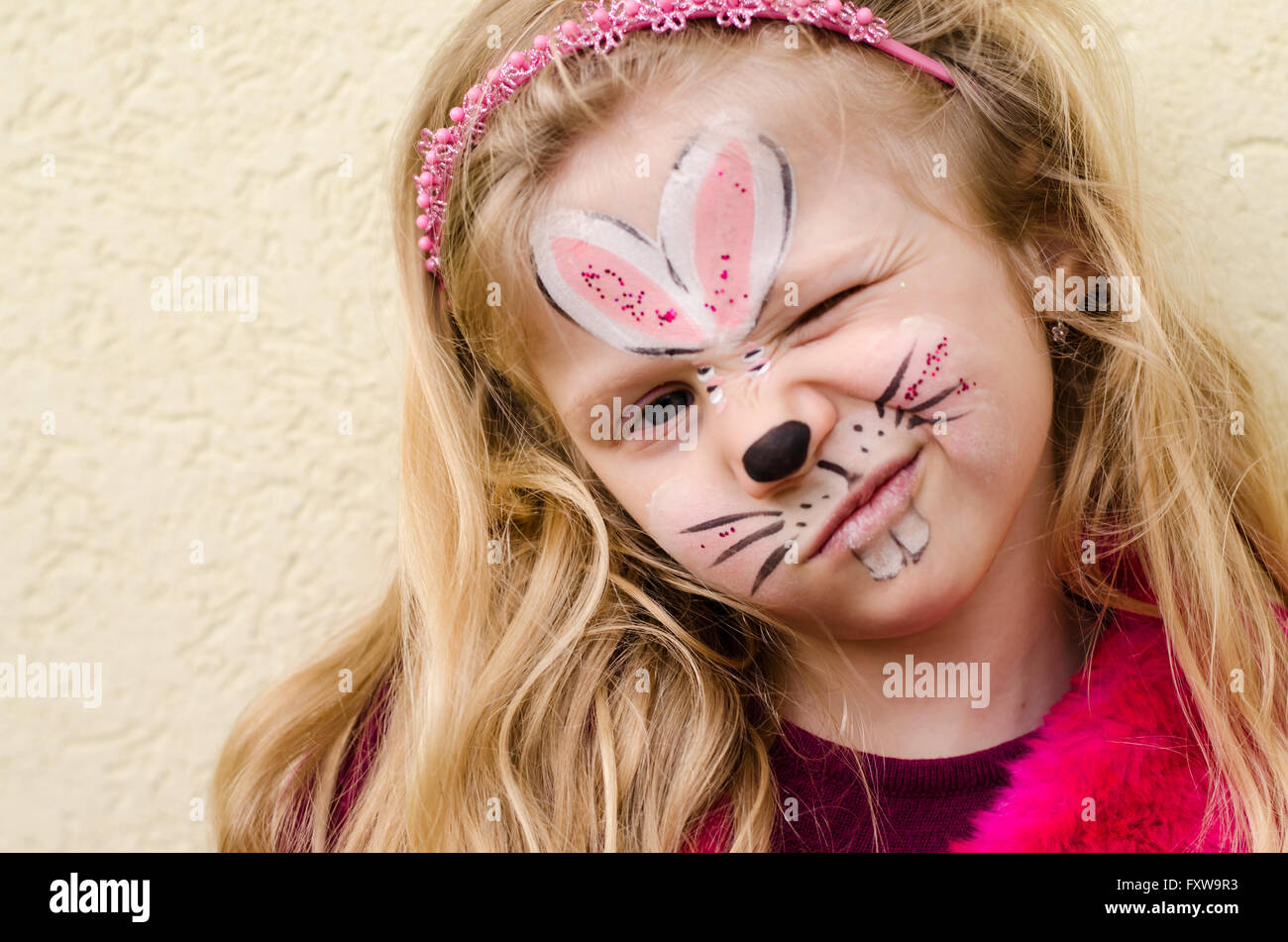 girl rabbit face painting stockfotos girl rabbit face painting bilder alamy. Black Bedroom Furniture Sets. Home Design Ideas