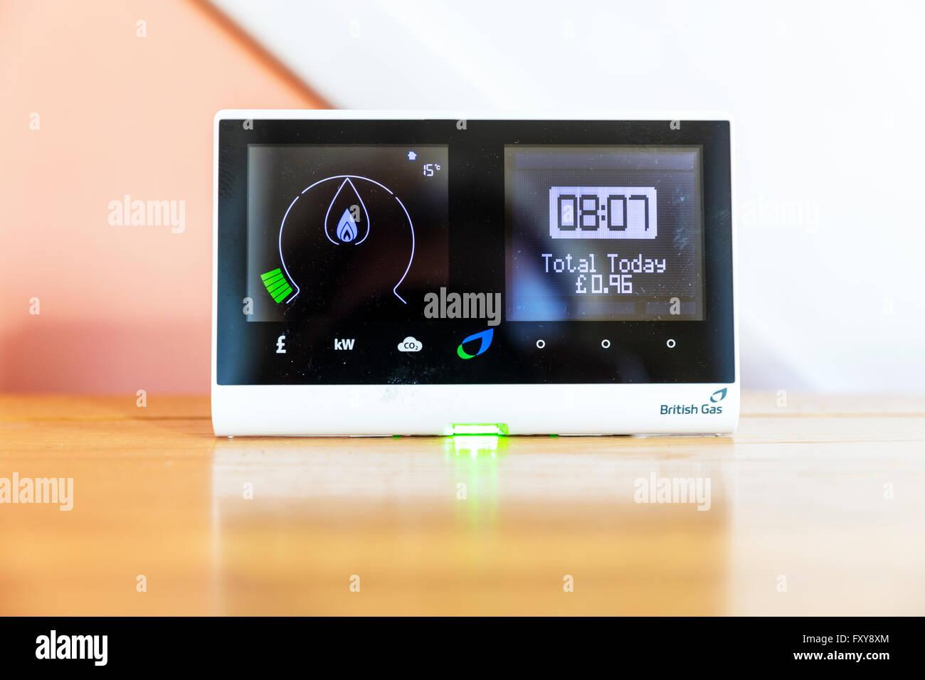 British Gas smart-Meter zeigt Verbrauch von Strom und Gas im Heimbedarf British Gas metering Energienutzung Stockbild