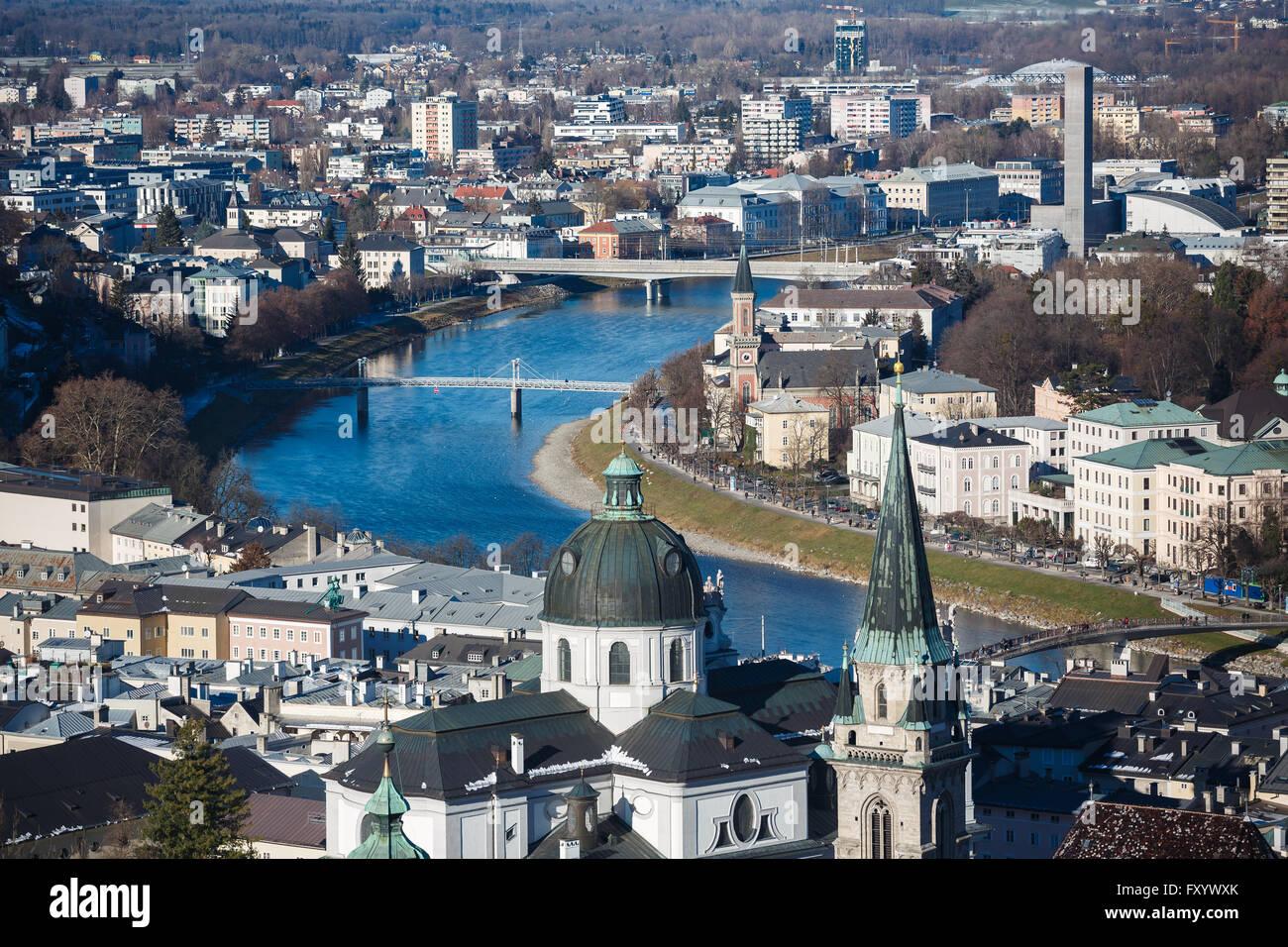 Blick auf das Stadtbild von Salzburg von oben der Festung Hohensalzburg, Österreich Stockbild