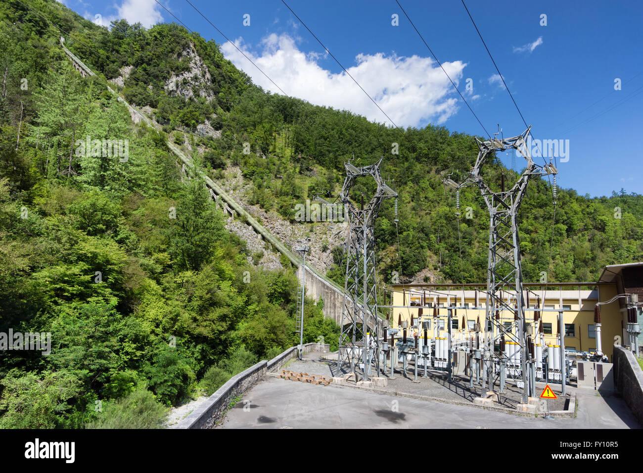 Kraftwerk in den Bergen Stockbild