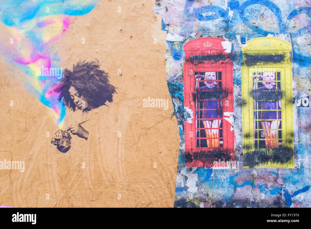 Exceptional Wandmalerei Graffiti Zeigen Ein Afro Girl Malerei Ein Spielzeug Haus Neben  Zwei Gedruckte Britische Telefonzellen Mit Einer Frau Innen Lackiert